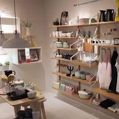 IKEA Nederland (@ikeanederland) op Instagram: Zakelijk of gewoon in huis... #SVALNÄS is óveral geschikt voor. ✔#opbergen #doejezo #bamboe…'