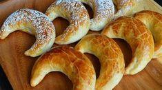 I Vy si doma můžete upéct toto vynikající sladké pečivo, které má svou velkou tradici na Slovensku. Zmínky jsou o těchto křupavých rohlíčcích zaznamenány už před více než 200 lety. V bývalém Československu se dokonce pečení přímo těchto rohlíčků vyučovalo na školách pekařského a cukrářského zaměření. I dnes se pečou …