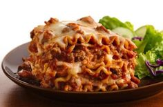An Easy Weeknight Crock Pot Lasagna Recipe #slowcookerrecipes