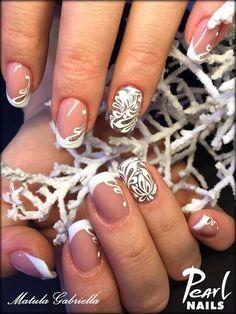Felhasznált anygok /nails made with: Basic 418 color gel, 1301 Premium Finish color gel. #pearlnails #colorgels #gelnails #frenchnails #franciakörmök #műköröm #nailstagram