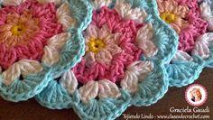 patron crochet gratis, flores crochet Crochet Granny, Knit Crochet, Crochet Flowers, Coasters, Unique Gifts, Crafty, Knitting, How To Make, Crochet Coaster