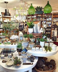 Love the green organic warmth of the display gift shop displays, retail store displays, Gift Shop Displays, Market Displays, Merchandising Displays, Store Displays, Retail Displays, Design Food, Design Café, Layout Design, Garden Center Displays