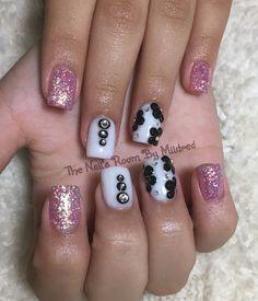 Simple design for a teen's graduation 🎓 #thenailsroom #uñas #uñasacrilicas #uñasdecoradas #nails #acrylicnails #shortnails #squarenails #sparkly #whitenails #pinknails #glitternails #crystals #3dnailart #3dflowers #simplenails #cute acrylic #NAILDIT💅 #nailpromagazine #nailprodigy #nailpromote #loveit #pretty #simple