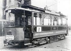 Takelung 1900 bis 1903 mit 2 Sechsecklaternen und der Liniennummer auf der Bürgersteigseite und zusätzlich an der Wagenseite hier beim Vierachser (V 1) #925 auf der Linie 17 - (Photo Sammlung VVM)