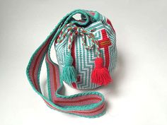 WAYUU BAG – Small-Sized Mochila. Handwoven by a woman from the Wayuu Tribe. www.colombiart.co