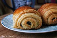 Petits pain au chocolat Plus kuchen ostern rezepte torten cakes desserts recipes baking baking baking Chocolate Roll, Cooking Bread, Croissants, Baguette, Food Inspiration, Sweet Recipes, Bakery, Food Porn, Good Food
