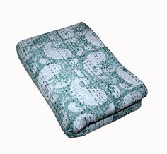 Made with cotton and natural vegetable colors. Made from two thin layer of cotton fabric make this piece of art irresistible and also very comfortable. Kantha Quilt, Quilts, Decorative Throws, Bedspread, Bed Covers, Art Deco Fashion, Bed Room, Paisley Print, King Size