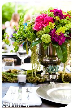 A take on terrariums - what about moss centerpieces? Fuchsia (or purple), lime green and moss wedding centerpieces. Moss Centerpiece Wedding, Floral Centerpieces, Moss Centerpieces, Arrangements Ikebana, Floral Arrangements, Table Arrangements, Flower Arrangement, Party Decoration, Wedding Decorations