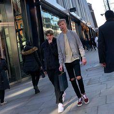 Oxford Street! #streetstyle #oxfordstreet #oxfordstreetstyle @oxfordstreetw1 @london @troy_wise @5by5forever #london #londonstreetstyle #iastreetstyle #mensfashion #femalefashion #streetsoflondon