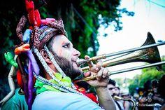 """Tem mais do """"Me enterra na quarta"""" do carnaval de 2016! . . . Bloco: #meenterranaquarta  Foto: @michellecastilhofotografia #meenterranaquarta #blocomeenterranaquarta #blocoderua #blocodecarnaval #folia #folioes #fotografosfolioes #samba #sambaenredo #carnavaldorio #carnaval #carnavalizando #carnavalizar #imprensa #santateresa #cariocando #carioca #errejota #rj #riodejaneiro #fotografo #foto #photography #fotografiadecarnaval #riodejaneiro #carnavalphotography #amor #love #colors #confete…"""