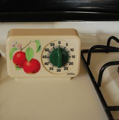 Vintage Sunbeam Timer with Apples by PaperSeeker on Etsy Kitchen Dishes, Kitchen Utensils, Vintage Kitchen Accessories, Kitchen Timers, Awesome Kitchen, 50s Vintage, Cooking Timer, Kitsch, Vintage Furniture