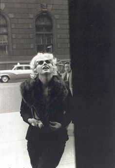 Marilyn Monroe in sunglasses + fur