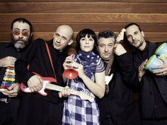 """A banda mineira Patu Fu e o Grupo Giramundo apresentam o show """"Música de Brinquedo"""" no SESI Papa, às 20h30 do sábado (31). A entrada é Catraca Livre."""
