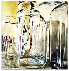 Gorgeous colour reflections in this glass Still Life Art, Mirror Image, Investigations, Art Pictures, Mirrors, Florals, Reflection, Glass Vase, Objects