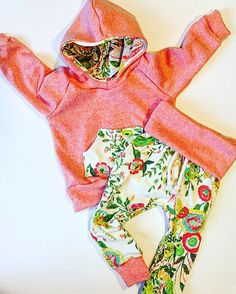 Super cute, high quality wild flower and peach set! Made with a French terry and jersey knit! Cotton cord accent, fold over waist band!  Sizing
