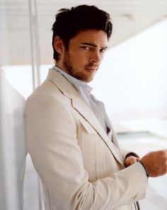 Karl Urban. Why you so hot??!?! RED. Star Trek. LOTR. Bourne Supremacy. All I see is YOU.