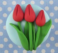 How to makea tulip cupcake by Mrs Baker's Cake School Fun Cupcakes, Wedding Cupcakes, Cupcake Cakes, Mothers Day Cupcakes, Mothers Day Cake, Cupcake Tutorial, Fondant Tutorial, Tulip Cake, Easter Cookies