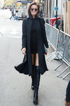 Flávia Lucini look all black botas over the knee