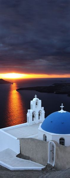 Santorini Greece – A Prime Hotspot For Tourists In Europe Places Around The World, The Places Youll Go, Places To See, Dream Vacations, Vacation Spots, Wonderful Places, Beautiful Places, Santorini Island, Santorini Greece Beaches