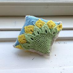 Suvi's Crochet: Quarter Sunflower Square - Back, free, thanks so xox ☆ ★   https://www.pinterest.com/peacefuldoves/