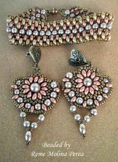Sunflower earrings beaded by Reme Molina Perea