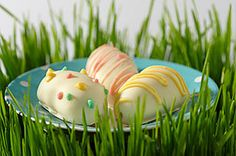 White-chocolate-dipped <b>Oreo</b> Cookie balls, shaped like eggs, just may be the tastiest treat placed in your Easter basket this season.