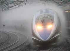 "Net Photo: Japan Railways (JR) Series at Odawara city Kanagawa pref,, Japan by Series 500 ""NOZOMI"" running under very hard rain. It runs at about so making a great splash. Electric Locomotive, Diesel Locomotive, Japan Train, Old Steam Train, Rail Train, High Speed Rail, Rolling Stock, Japan Photo, Train Tracks"