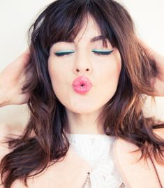 Love the turquoise liner and pop of pink in her lips. :)