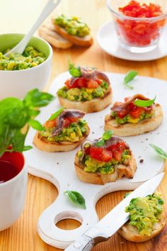 Bruschette con avocado, pomodorini e acciughe | Caramel à la fleur de sel