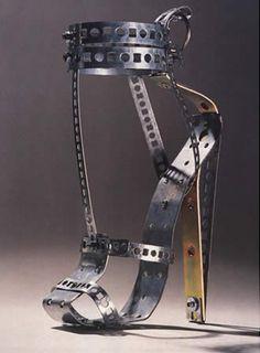 Deze schoenen werden vast gecreëerd met middeleeuwse marteltechnieken in het achterhoofd.