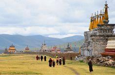 Barge Mani  (mani stone wall)  བར་ གེ་ མ་ནི་, Tibet
