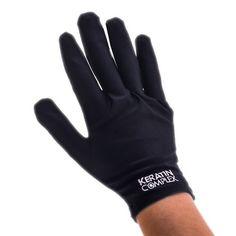 Invierte en unos guantes resistentes al calor. | 13 Trucos inteligentes para las chicas que se planchan el cabello