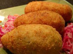 Peru- papa rellena = stuffed mashed potato then fried Peruvian Dishes, Peruvian Cuisine, Peruvian Recipes, Latin American Food, Latin Food, Gourmet Recipes, Mexican Food Recipes, Cooking Recipes, Yummy Recipes