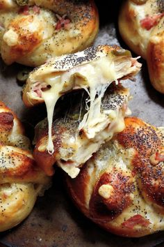 Ham Swiss and Jalapeño Stuffed Pretzels. Can this be anymore perfect? Ham Swiss and Jalapeño Stuffed Pretzels. Can this be anymore perfect? I Love Food, Good Food, Yummy Food, Healthy Food, Healthy Recipes, Tapas, Great Recipes, Favorite Recipes, Clean Eating Snacks