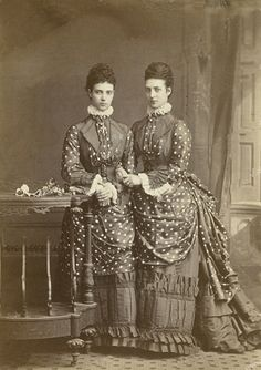 L'ancienne cour - Maria Feodorovna and Queen Alexandra St Veronica, English Dress, Maria Feodorovna, Court Dresses, Victorian Photos, Fancy Costumes, Kaiser, New Movies, Historical Photos