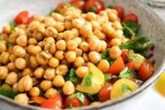 Crispy Chickpea and Tomato Salad Recipe (Vegan, Gluten-free) salad salad salad recipes grillen rezepte zum grillen Easy Healthy Recipes, Whole Food Recipes, Vegan Recipes, Cooking Recipes, Crunchy Chickpeas, Tomato Salad Recipes, Sans Gluten, Vegan Gluten Free, Fresco
