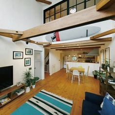 mamemackhamさんの、リクシルファミリーラインパレット,リクシルのドア,吹き抜けリビング,梁のある家,フリークホームズ,freeq home,カリフォルニアスタイル,VINTIAモニター応募,部屋全体,のお部屋写真 Surf House, Beach House, Surf Room, Surf Decor, Kitchen Interior, Mid-century Modern, Loft, House Design, Living Room