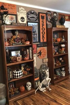 Halloween House Decor For A Really Spooky Halloween - homerissa Retro Halloween, Halloween Designs, Halloween Prop, Halloween Displays, Dollar Store Halloween, Halloween Home Decor, Diy Halloween Decorations, Holidays Halloween, Halloween Crafts