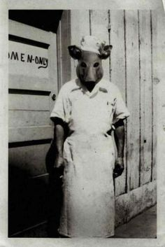 Creepy Images, Creepy Pictures, Vintage Halloween Photos, Halloween Pictures, Creepy Photography, Vintage Photography, Creepy Halloween, Halloween Costumes, Ghost Costumes