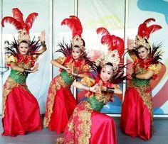 Nok Ipon. Penari Tradisi. Cirebon