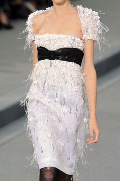 Chanel at Paris Fashion Week Spring 2009 - Details Runway Photos