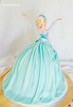 Tarta de muñeca Elsa (Elsa Doll cake) Birthday Cake Video, 5th Birthday Cake, Muñeca Elsa Frozen, Frozen Disney, Frozen Cake, Frozen Party, Cake Icing, Cupcake Cakes, Elsa Doll Cake