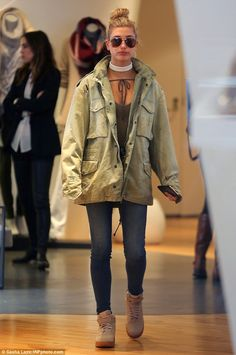 Kendall Jenner takes Hailey Baldwin jewelry shopping in West Hollywood | Daily Mail Online