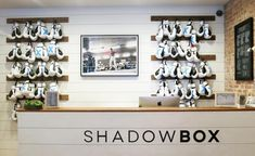 Located in New York's Flatiron district, Shadowbox is a stylish step up from the usual grittiness of traditional boxing gyms. Founder Daniel Glazer took a depth of knowledge honed from years spent on the old-school boxing turfs where hetrainedwith pr...