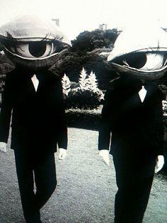 まるで心霊写真?昔のハロウィンの仮装が雰囲気ばつぐんで寝られない   不思議.net