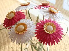 Tutorial for making paper daisies with Stampin' Up!'s daisy die.
