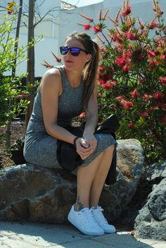 Zapatillas nike con vestido punto. Pinkmomentsblog Tenerife. Bloggers Canarias.