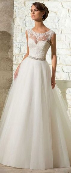 Elegant Tulle Scoop Neckline Natural Waistline A-line Wedding Dress With Venice Lace Appliques