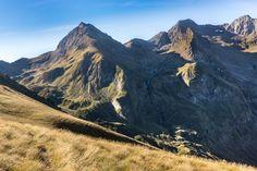 Pic de Hourgade - Les #Pyrénées - #Nex7 Le Pic du Hourgade (2964m), magnifique belvédère sur le Louron. Mount Everest, Adventure, Mountains, Nature, Travel, Landscapes, Naturaleza, Viajes, Destinations
