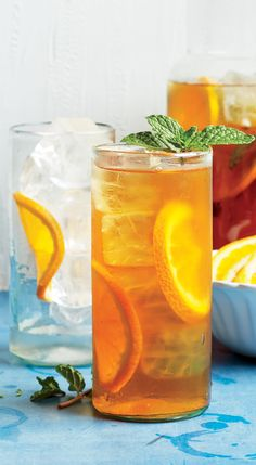 Iced Tea Turn this refreshing orange iced tea into a cocktail with a little gin.Turn this refreshing orange iced tea into a cocktail with a little gin. Cocktails, Vodka Drinks, Fruit Drinks, Non Alcoholic Drinks, Healthy Drinks, Beverages, Gold Drinks, Fruit Smoothies, Healthy Food